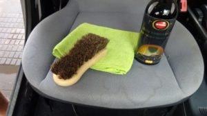 pomůcky na čištění fleků z autosedaček